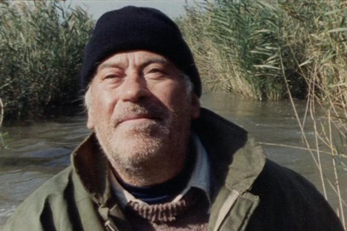 """Ο Θανάσης Βέγγος, μοναχικός θηροφύλακας στο Δέλτα του Έβρου σε μια εκπληκτική δραματική ερμηνεία. Από την σπονδυλωτή ταινία """"Όλα είναι δρόμος"""" του Παντελή Βούλγαρη (1998, ιστορία """"Τελευταία Νανόχηνα"""")."""