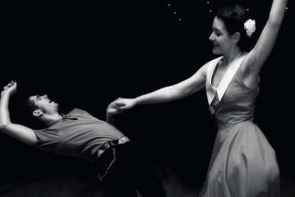 χορογραφία δίπλα στο κύμα στο Λουτράκι |loutrakifestival.com